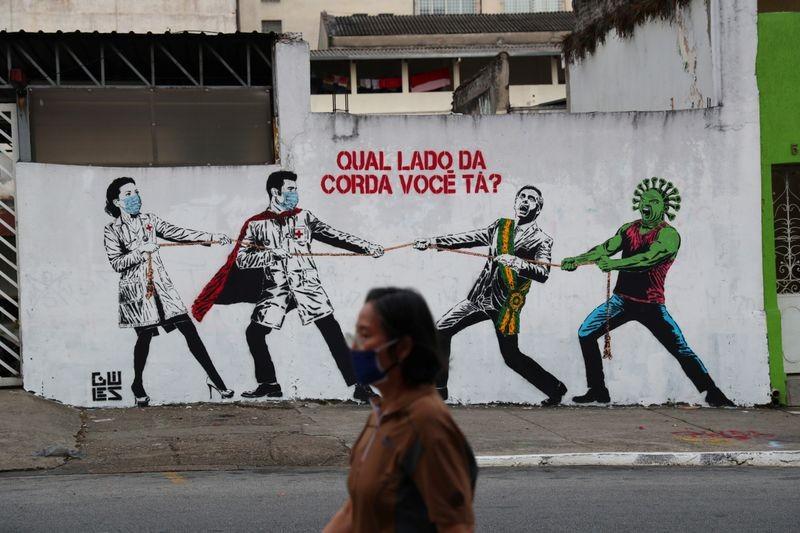 COVID-19 Brazil: Người chết tăng kỷ lục, hàng quán vẫn mở cửa  - ảnh 2