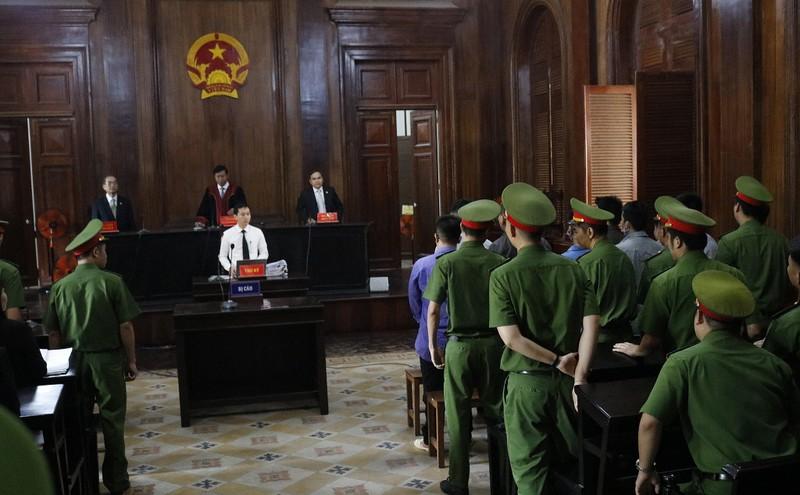 Toàn cảnh phiên tòa xử Phúc XO và 12 đồng phạm - ảnh 3