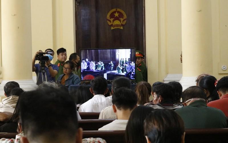 Toàn cảnh phiên tòa xử Phúc XO và 12 đồng phạm - ảnh 9