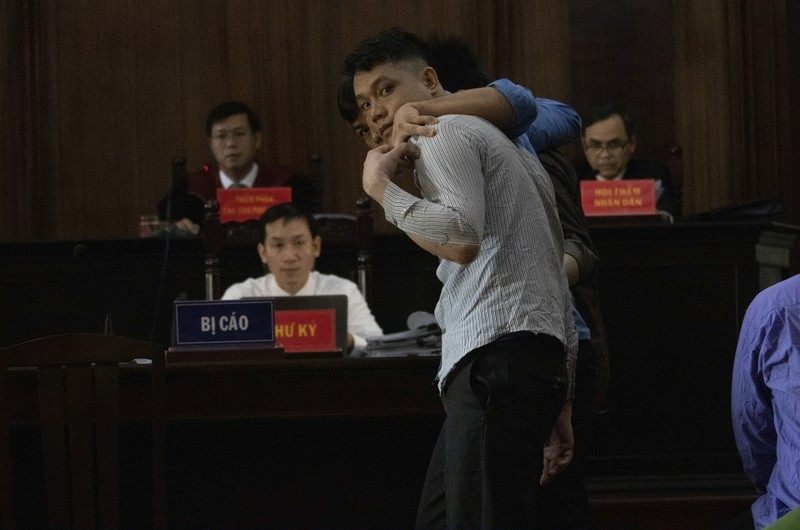 Toàn cảnh phiên tòa xử Phúc XO và 12 đồng phạm - ảnh 7