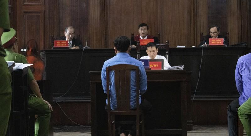 Toàn cảnh phiên tòa xử Phúc XO và 12 đồng phạm - ảnh 8