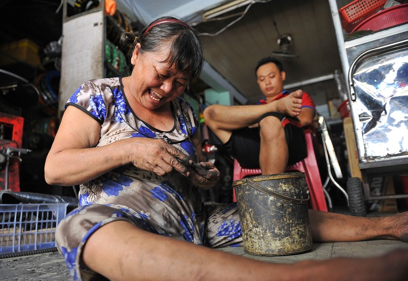 Người phụ nữ gần nửa thế kỷ sửa xe ở Sài Gòn - ảnh 8