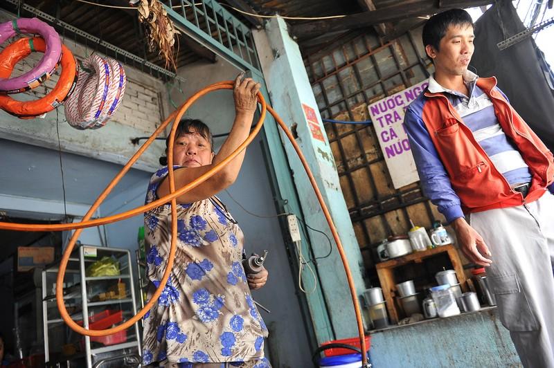 Người phụ nữ gần nửa thế kỷ sửa xe ở Sài Gòn - ảnh 7