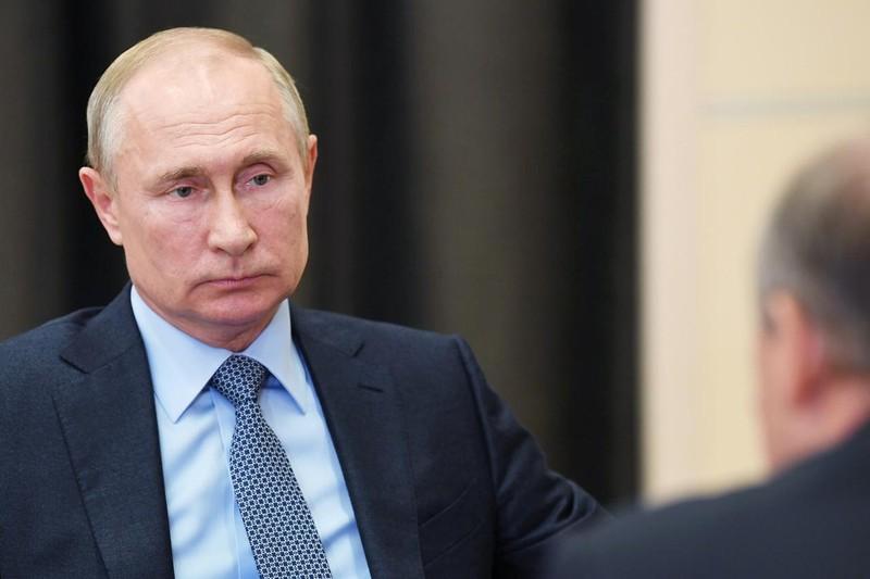 Nga bảo vệ ông Putin khỏi COVID-19 bằng 'đường hầm khử khuẩn' - ảnh 1