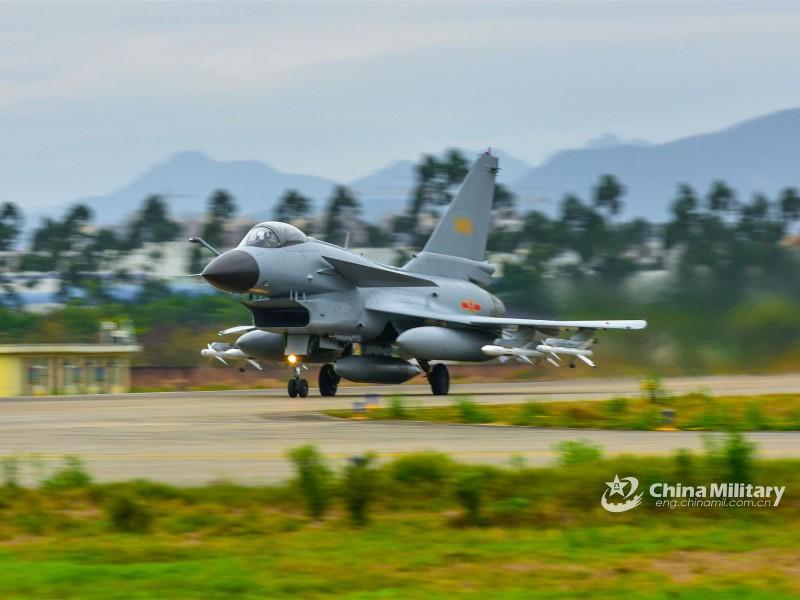 Trong 10 ngày, 4 lần máy bay Trung Quốc áp sát Đài Loan - ảnh 1