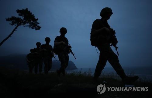 Quân đội Triều Tiên xuất hiện ở khu vực phi quân sự - ảnh 1