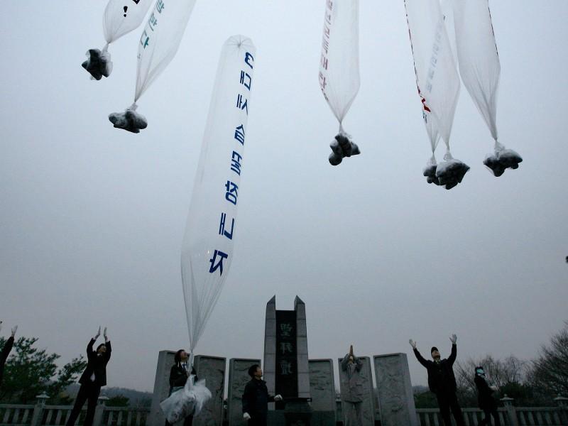 Triều Tiên chuẩn bị rải truyền đơn quy mô lớn sang Hàn Quốc - ảnh 1