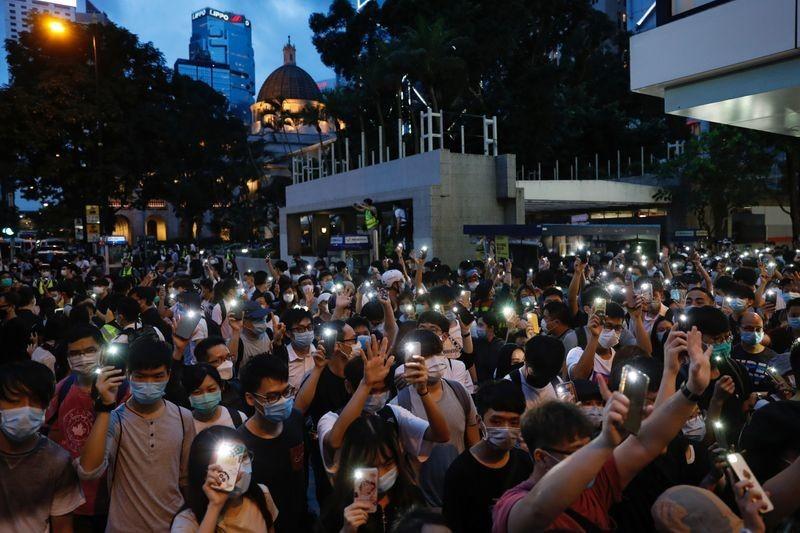 EU nên kiện Trung Quốc ra tòa án LHQ vì vấn đề Hong Kong - ảnh 1