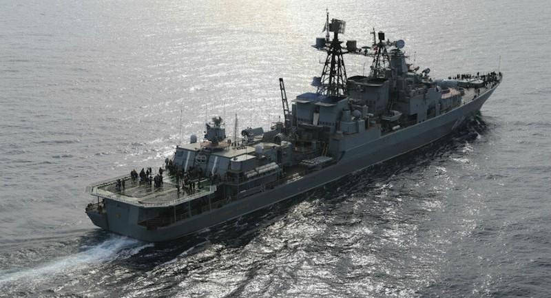 Tàu chiến Anh theo dõi tàu khu trục Nga đi qua eo biển Manche - ảnh 1
