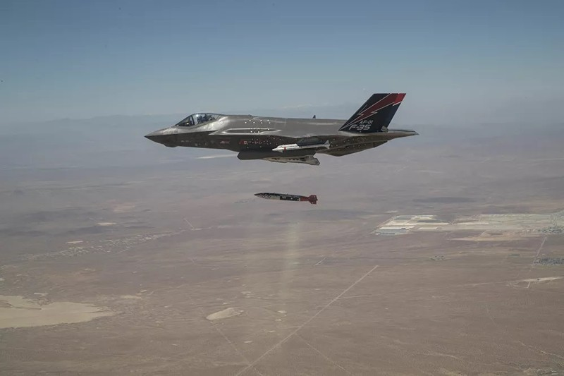 Ảnh: F-35 thử nghiệm thả bom hạt nhân - ảnh 1