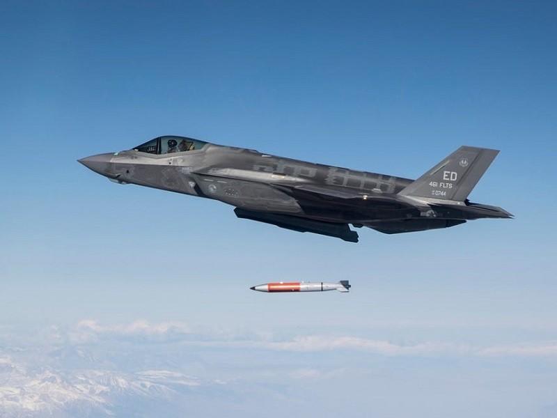 Ảnh: F-35 thử nghiệm thả bom hạt nhân - ảnh 4