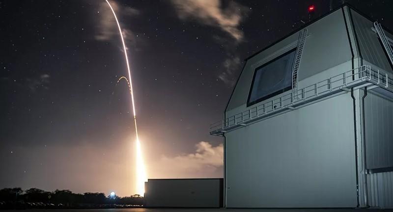 Nhật bỏ kế hoạch triển khai hệ thống tên lửa Aegis của Mỹ - ảnh 1