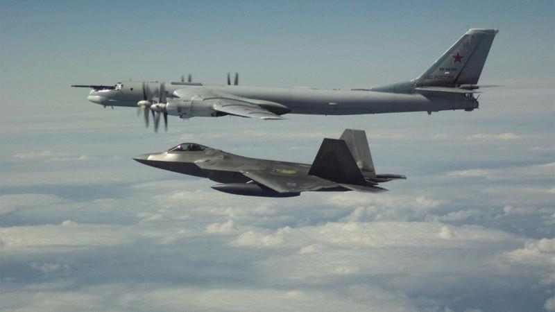 Mỹ điều tiêm kích F-22 chặn 4 chiếc Tu-142 Nga gần Alaska - ảnh 2
