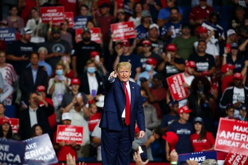 COVID-19: Ông Trump được yêu cầu đeo khẩu trang làm gương - ảnh 1