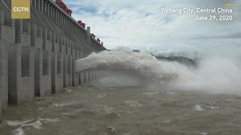 Trung Quốc xác nhận đập Tam Hiệp xả lũ lần đầu trong năm 2020 - ảnh 2