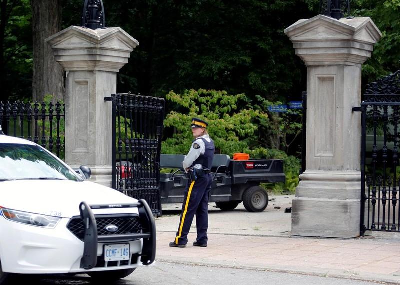 Quân nhân Canada bị bắt vì lao xe tải vào dinh thủ tướng - ảnh 1