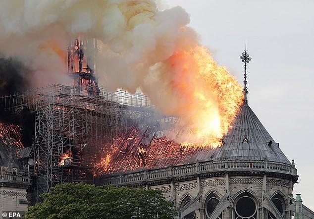 Pháp quyết khôi phục nhà thờ Đức Bà giống như trước khi cháy - ảnh 2