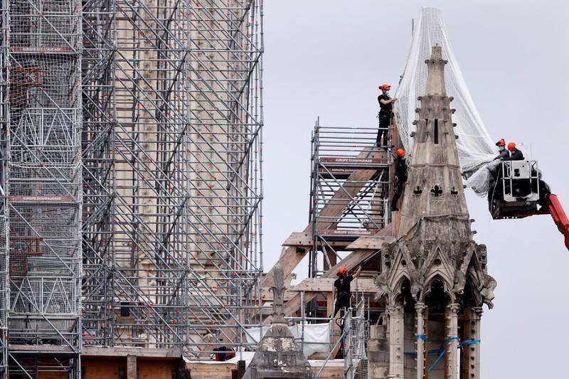Pháp quyết khôi phục nhà thờ Đức Bà giống như trước khi cháy - ảnh 1