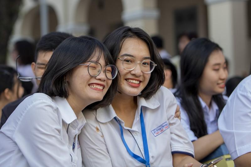 chia_tay_cuoi_cap_thpt_chuyên_LHP
