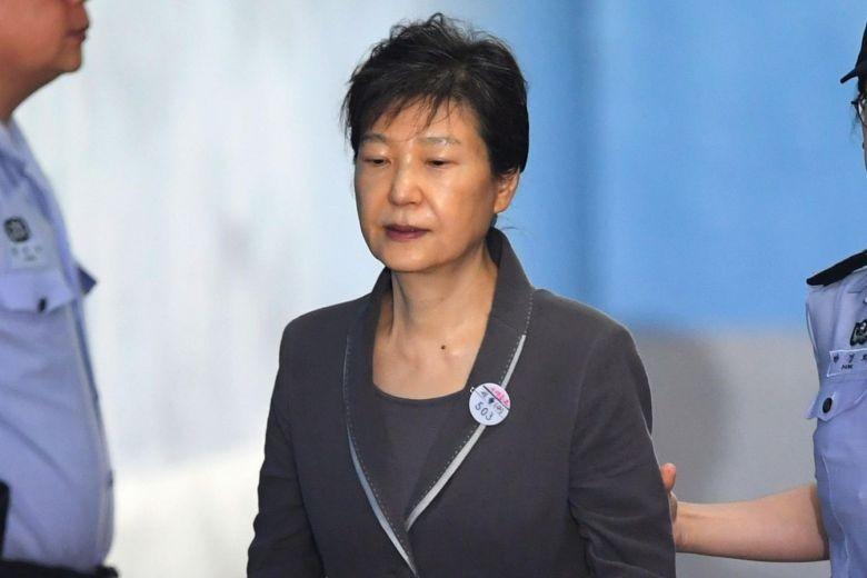 Giảm 10 năm tù đối với cựu tổng thống Hàn Quốc - ảnh 1