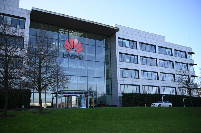 Anh chính thức ban lệnh cấm thiết bị, linh kiện Huawei  - ảnh 1