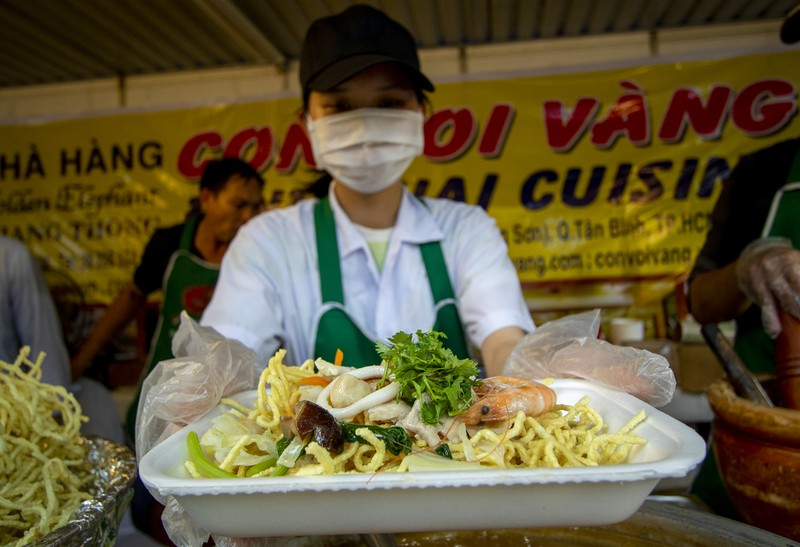 Đến ngày hội liên hoan ẩm thực ăn cơm lam, ba khía trộn - ảnh 6