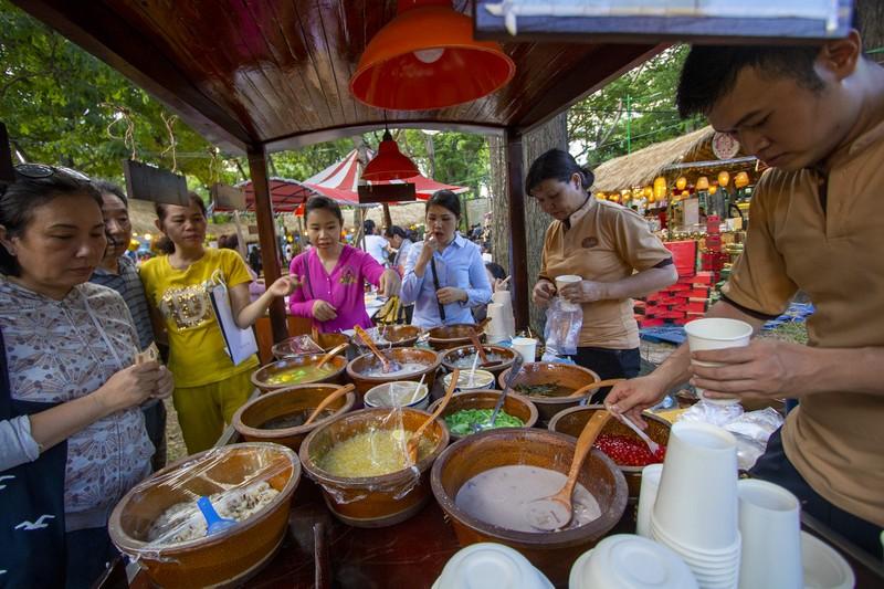 Đến ngày hội liên hoan ẩm thực ăn cơm lam, ba khía trộn - ảnh 12