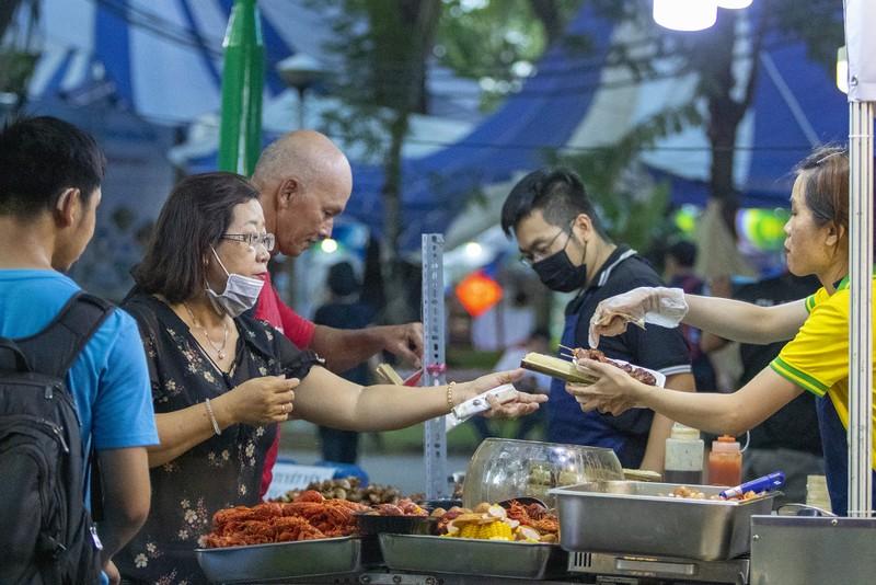 Đến ngày hội liên hoan ẩm thực ăn cơm lam, ba khía trộn - ảnh 10