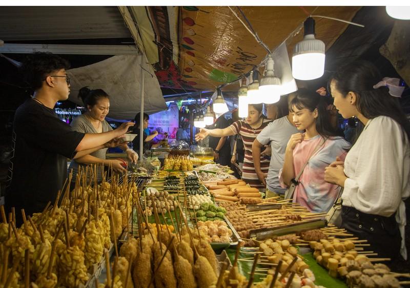 Đến ngày hội liên hoan ẩm thực ăn cơm lam, ba khía trộn - ảnh 8