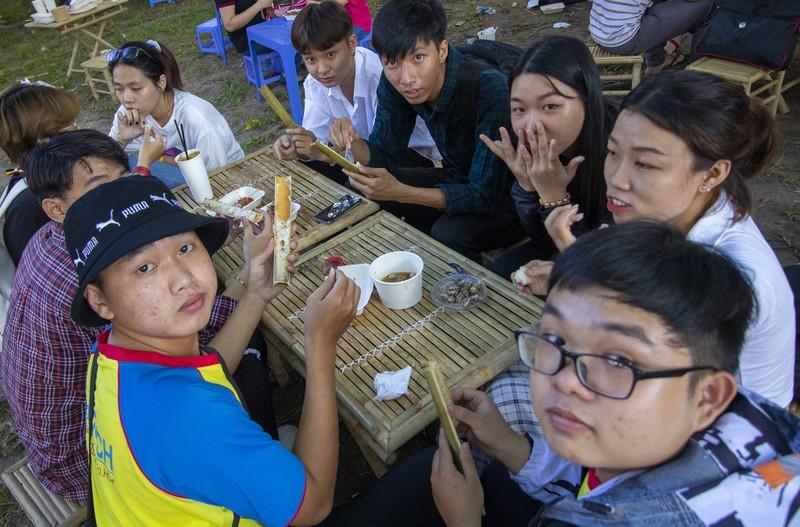Đến ngày hội liên hoan ẩm thực ăn cơm lam, ba khía trộn - ảnh 13