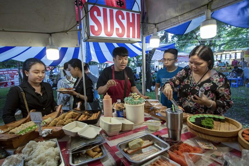 Đến ngày hội liên hoan ẩm thực ăn cơm lam, ba khía trộn - ảnh 9