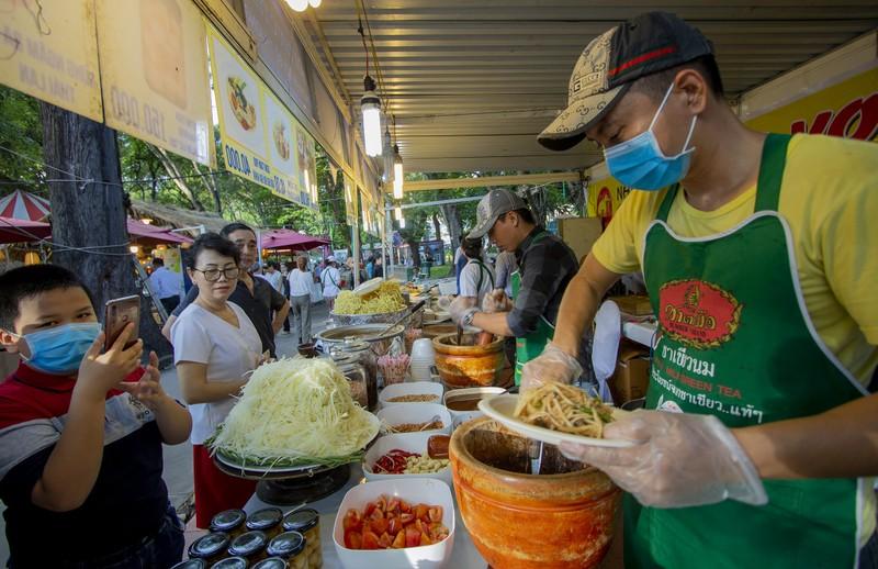 Đến ngày hội liên hoan ẩm thực ăn cơm lam, ba khía trộn - ảnh 3