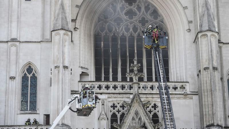 Lại cháy nhà thờ ở Pháp - ảnh 1