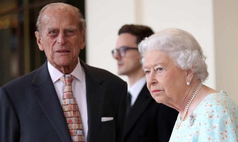 Hoàng gia Anh xuất bản cuốn sách về vợ chồng Hoàng tử Harry - ảnh 2