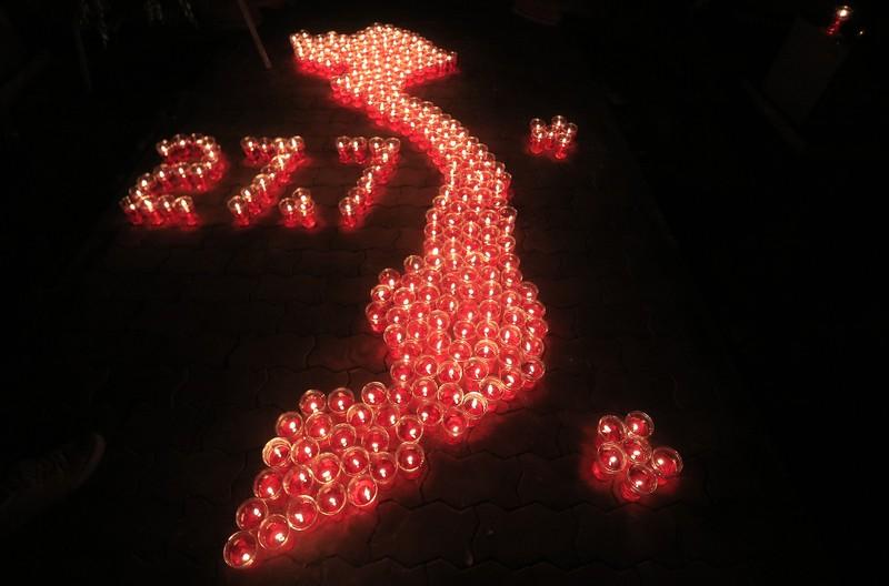 Hàng ngàn ngọn nến tri ân thắp sáng Nghĩa trang liệt sỹ - ảnh 11