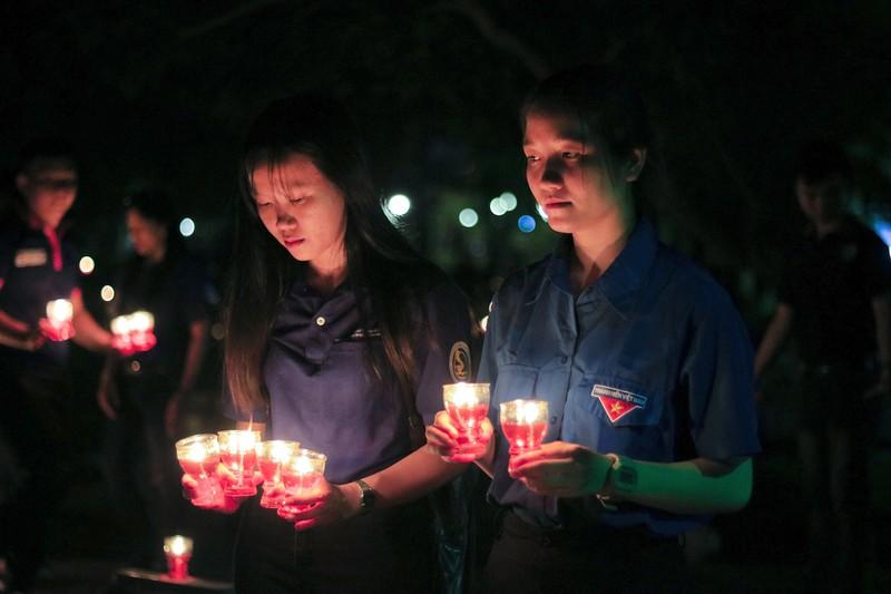 Hàng ngàn ngọn nến tri ân thắp sáng Nghĩa trang liệt sỹ - ảnh 10