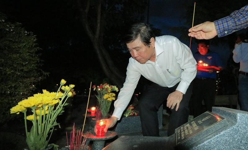 Hàng ngàn ngọn nến tri ân thắp sáng Nghĩa trang liệt sỹ - ảnh 7