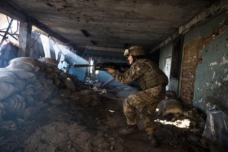 Ông Putin, ông Zelenskiy điện đàm về nội chiến Đông Ukraine  - ảnh 1