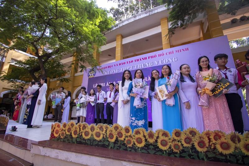 Ngày chia tay cuối cấp của học sinh Trường THPT Trưng Vương - ảnh 1