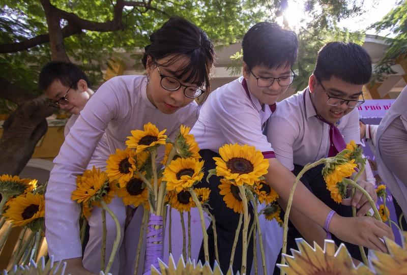 Ngày chia tay cuối cấp của học sinh Trường THPT Trưng Vương - ảnh 7