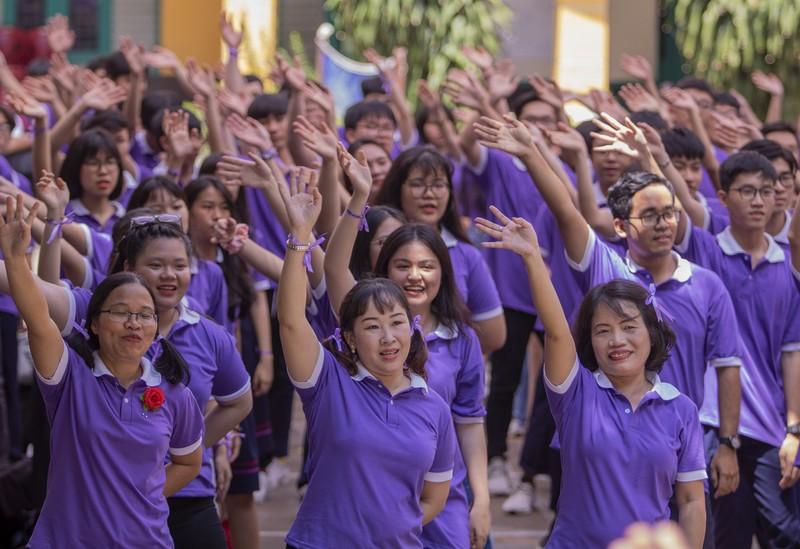 Ngày chia tay cuối cấp của học sinh Trường THPT Trưng Vương - ảnh 8