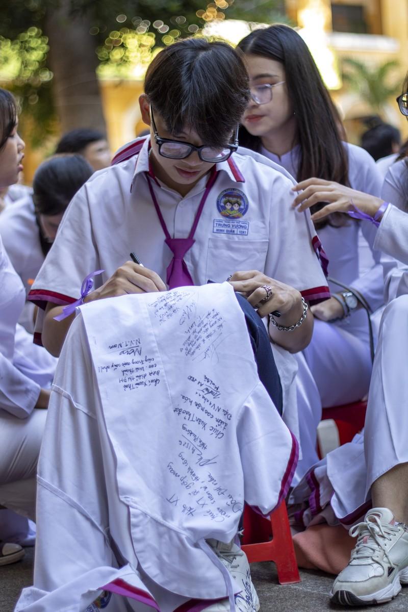Ngày chia tay cuối cấp của học sinh Trường THPT Trưng Vương - ảnh 5