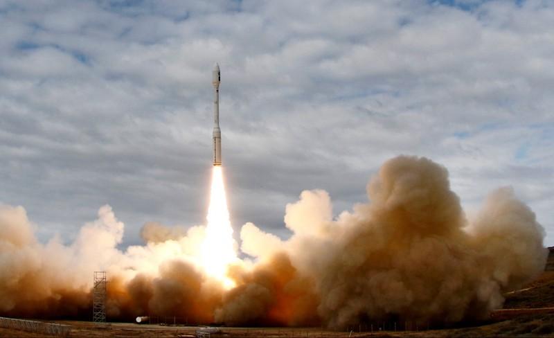 Đối phó Trung Quốc, Mỹ dỡ bỏ hạn chế với tên lửa Hàn Quốc - ảnh 1
