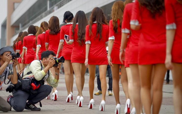 Campuchia muốn ra luật mới cấm váy ngắn, áo xuyên thấu - ảnh 1