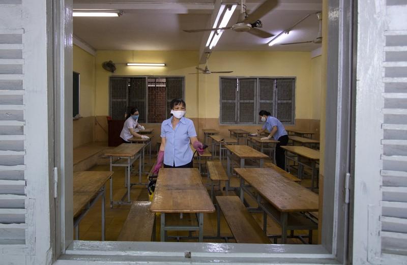 Trường học ở TP.HCM vệ sinh, khử khuẩn trước kỳ thi đặc biệt  - ảnh 2