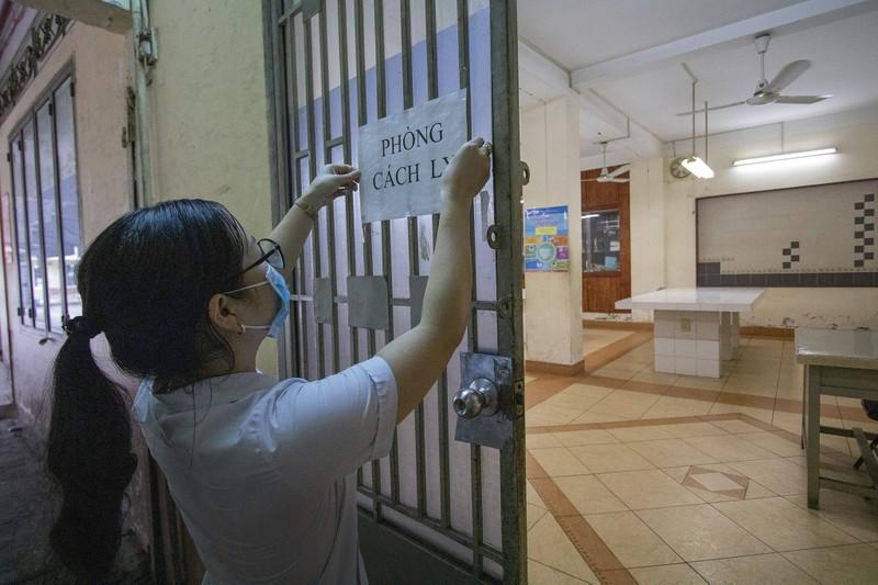 Trường học ở TP.HCM vệ sinh, khử khuẩn trước kỳ thi đặc biệt  - ảnh 9