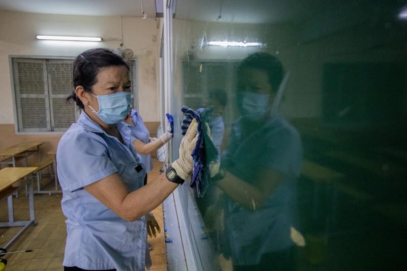 Trường học ở TP.HCM vệ sinh, khử khuẩn trước kỳ thi đặc biệt  - ảnh 4