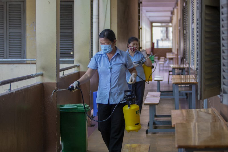 Trường học ở TP.HCM vệ sinh, khử khuẩn trước kỳ thi đặc biệt  - ảnh 5