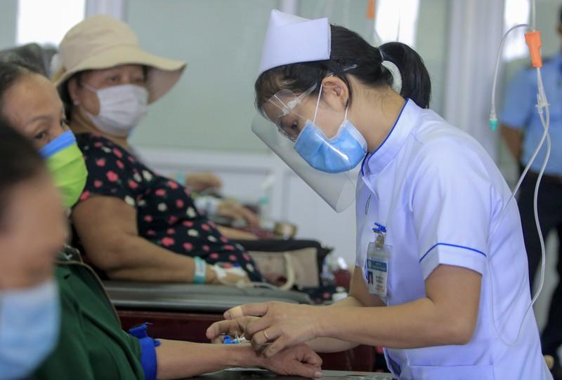 Bệnh nhân truyền hóa trị được phục vụ như trên một chuyến bay - ảnh 8