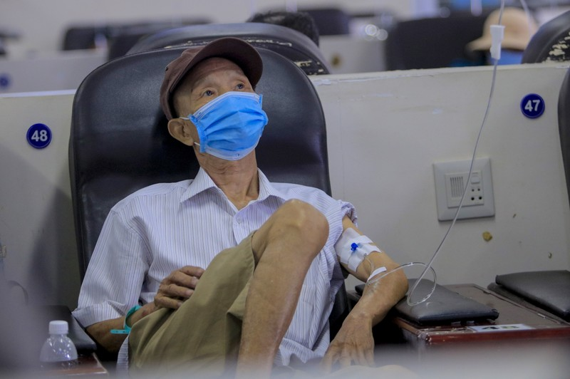 Bệnh nhân truyền hóa trị được phục vụ như trên một chuyến bay - ảnh 7